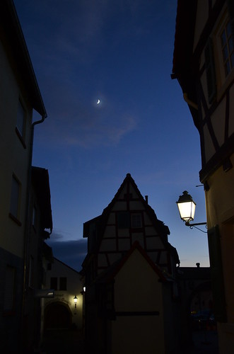 Weihnachtsmarkt Freinsheim moon in the night sky