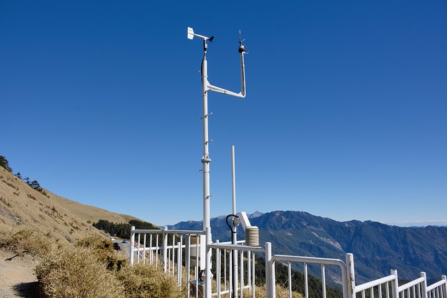 合歡尖山半山腰的氣象儀器
