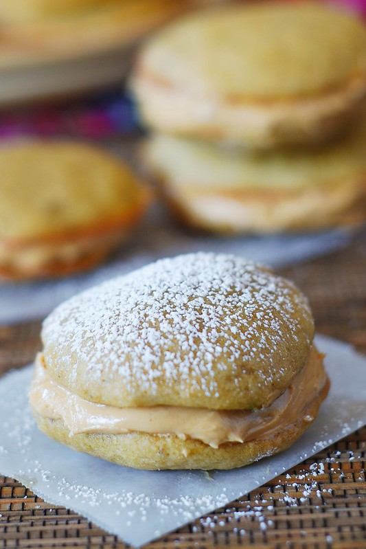 Banana whoopie pies with fluffy peanut butter frosting, peanut butter whoopie pies, sandwich cookies, whoopie pie recipe, peanut butter whoopie pie filling