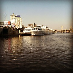 Spring Dnipro #spring #dnipro #dnepr #river #весна #днепр #boat #boatparking #bridge #sky #podil #podol #kyiv #kiev #ukraine #instapodol #insta_ukraine #insta_kyiv #insta_kiev #kievblog #kiev_photography #kievgram #kyiv_sky #kyivgram #igerskiev #ig_europe