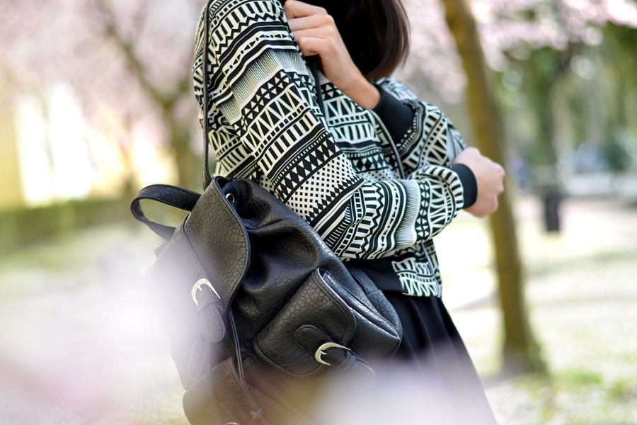 Tally Weijl outfit aztec blouson jacket black white skirt backpack 90s cool blogger CATS & DOGS berlin fashion blog 4