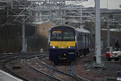 320302 arriving at Springburn working 2Z71 electrification tests on the newly wired Cumbernauld line 05/04/14 ...