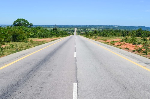 The road to Lubango
