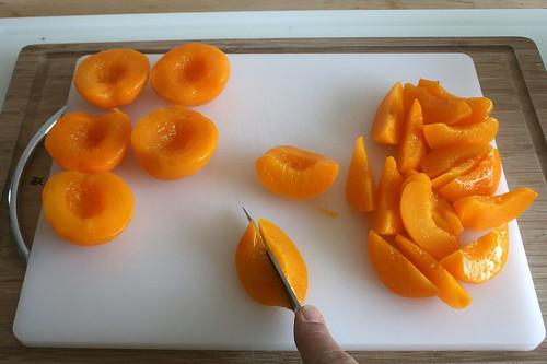 18 - Pfirsiche in Spalten schneiden / Cut peaches in slices