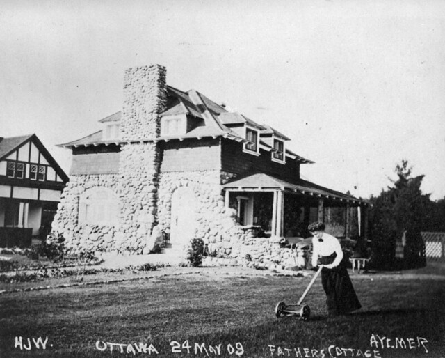 The Woodside's cottage, Aylmer, Quebec, May 24, 1909 / Le chalet des Woodside à Aylmer (Québec), le 24 mai 1909
