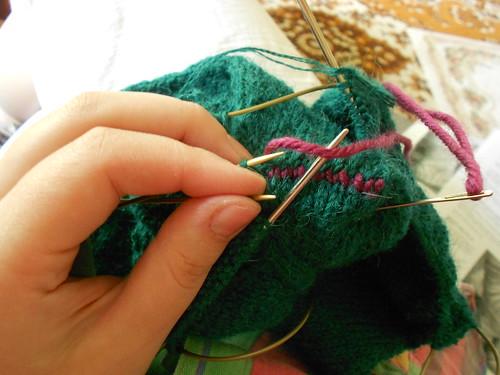 Skew сшивание пятки на зеленых носках