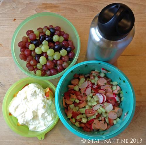 Stattkantine 29. Juli 2013 - Wienerle-Salat, Traube, Joghurt