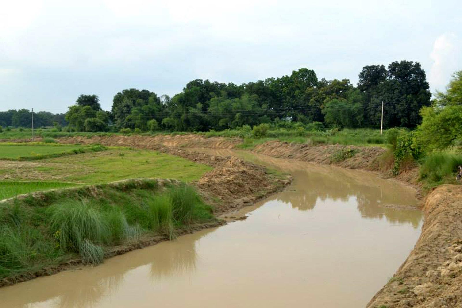 गांधी घाट पर बकुलाही नदी का दृश्य