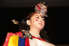woman(0.0), performance(0.0), clothing(1.0), performing arts(1.0), female(1.0), peking opera(1.0), entertainment(1.0), costume(1.0), person(1.0),