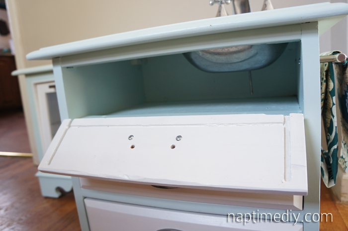 DIY Play Kitchen 16 (NaptimeDIY.com)