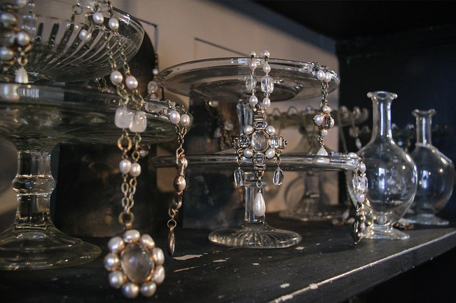 Kotomi-jewellery display