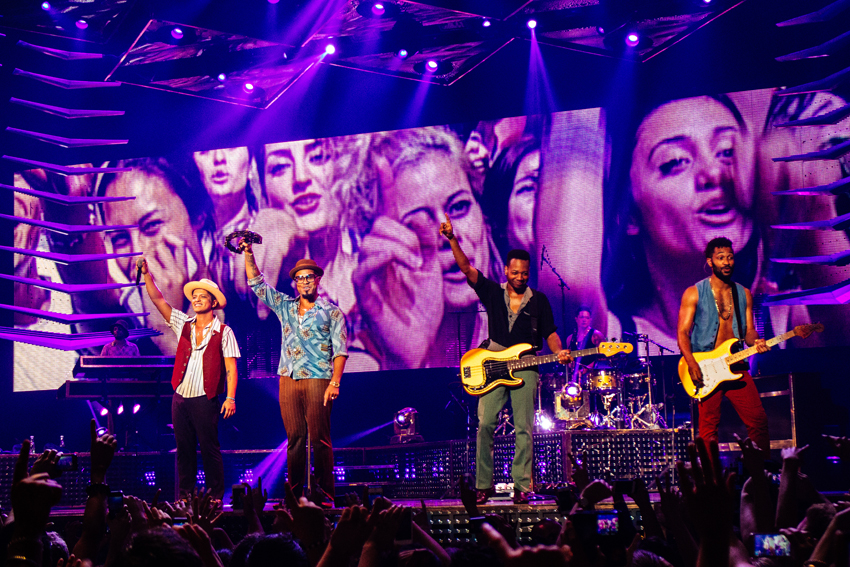 Bruno Mars Moonshine Jungle Tour - Auckland Vector Arena