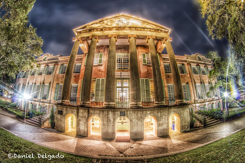 street door city light urban usa building college luz sc window lamp architecture night canon dark campus landscape ventana luces noche us calle arquitectura puerta nightscape artistic edificio wide creative southcarolina ciudad wideangle paisaje charleston universidad nocturna urbano farolas artistico creativo collegeofcharleston randolphhall danieldelgado canon70d danieldevad danieldelgadophotography
