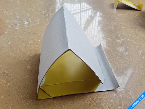 Lồng nó vào khối tam giác và dán lại