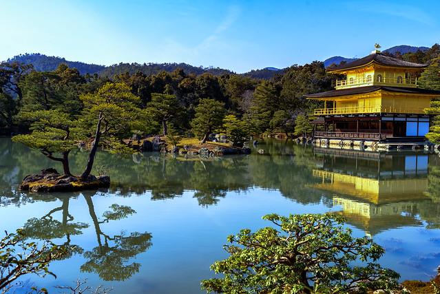 El Templo Kinkaku desde otro ángulo.