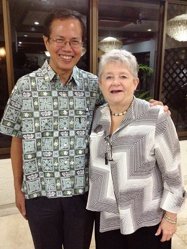 <p>Ramon Clarete, head of the UH Philippines alumni group after receiving our thank you aloha shirt.</p>