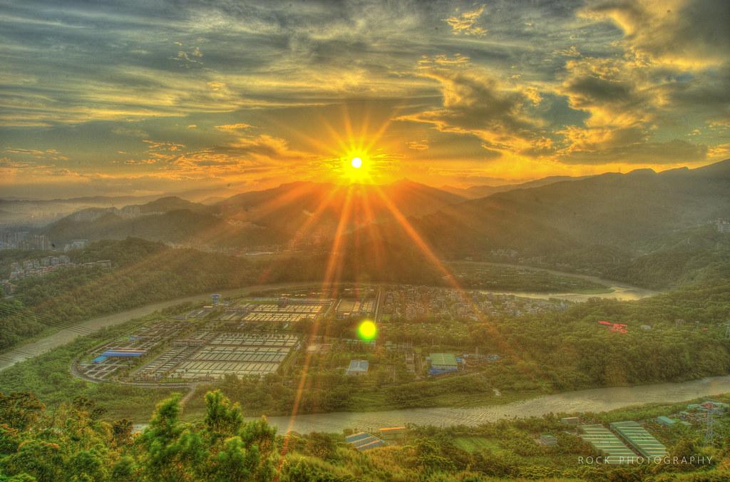 東華聖宮,日出雲彩