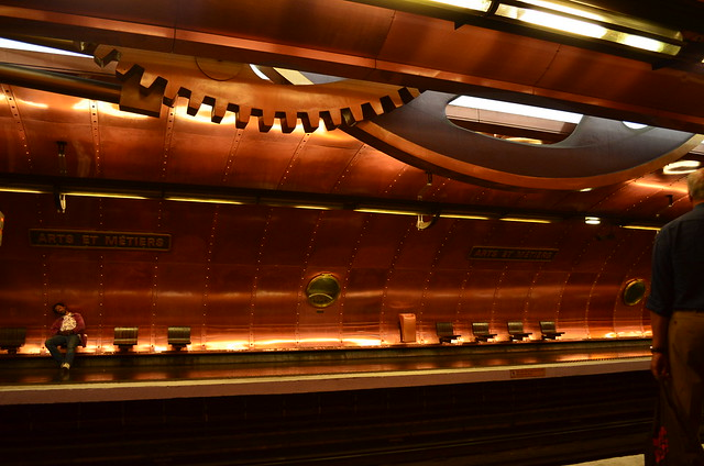 paris_metro_stop_artsetmetiers