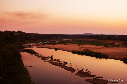 africa sunset red sky sun nature water canon southafrica landscapes scenery dusk lodge rivers mpumalanga crocodileriver ngwenya 550d ngwenyalodge hannessteyn canon550d eosrebelt2i tamronsp2470mmf28divcusd