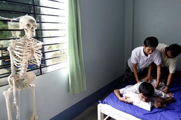(1)MYANMAR-YANGON-EDUCACION-DISCAPACIDAD