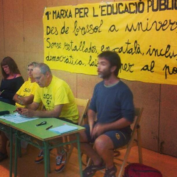 Xerrada a Els Hostalets de Balenyà dins 1a marxa per l'educació pública amb @emilicortavitar , @ermengolgassiot de @cgtcatalunya entre altres debatent sobre #educació pública i #retallades #osona #igerscat #educacioenmarxa #marxaeducativa