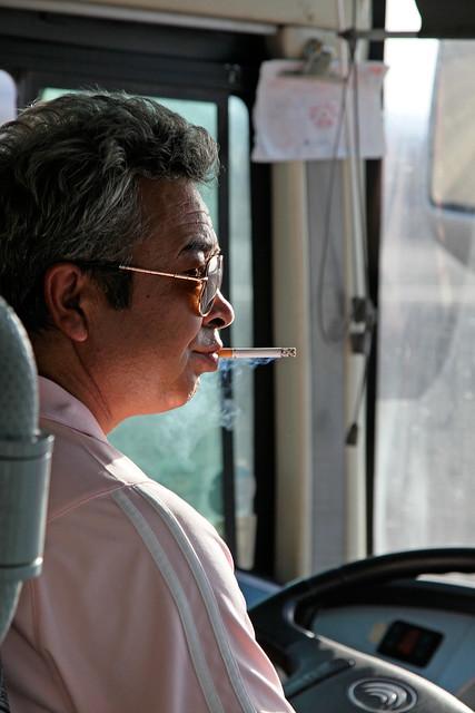 A bus driver smoking 一服中のバスドライバー