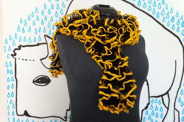 Vandal Frilly Scarf