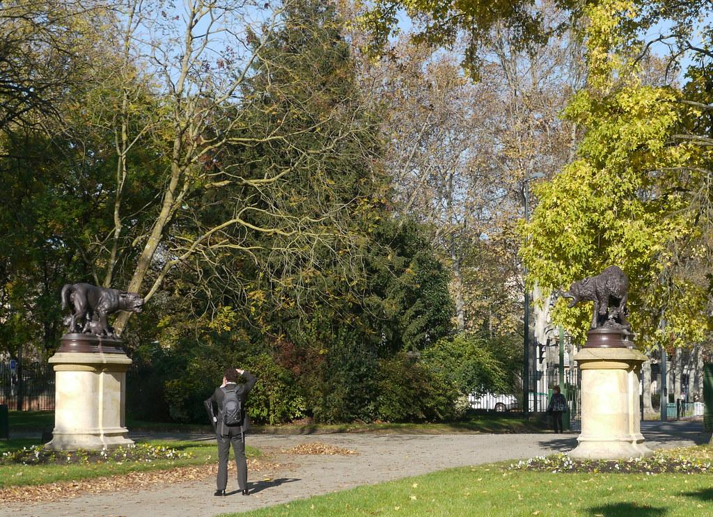 Toulouse, Haute-Garonne: jardin du Grand-rond, La louve et ...