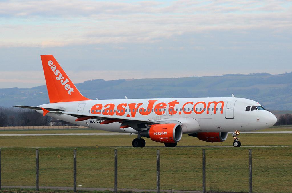 Aéroport de Grenoble-Isère [LFLS-GNB] 11928123323_cf757163ec_b