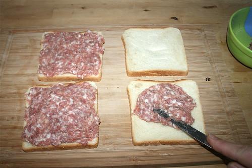 07 - Brote mit Brät bestreichen / Spread with sausage meat
