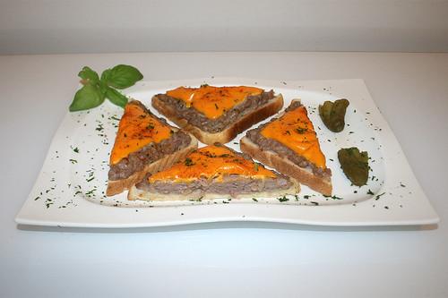 14 - Bratwurst-Toast - Seitenansicht / Side view