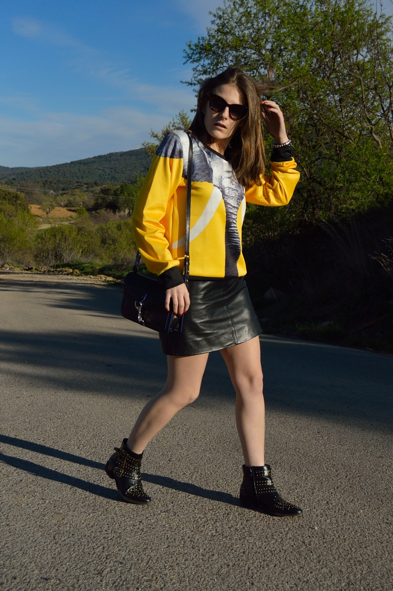 lara-vazquez-madlula-blog-look-leather-skirt-sheinside-sweater