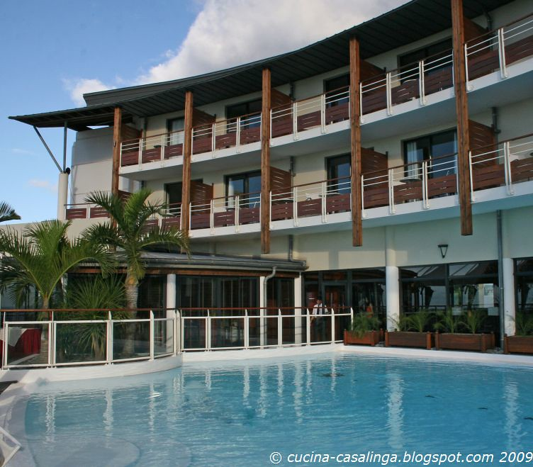 StDenis Hotel Bellespierre Pool klein copyr