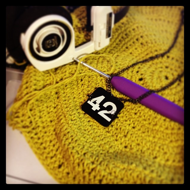 #100happydays 40: Suddenly, #crochet on-the-flow happens. Meanwhile listening the old #Finnish #HitchhikersGuideToTheGalaxy #radioplay. Happy #TowelDay! #42 #DouglasAdams #colours #colourlove #koss #KnitProWaves
