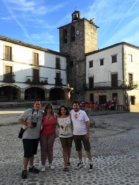 Sele, Rebeca, Alicia y Víctor en San Martín de Trevejo (Sierra de Gata, Extremadura)