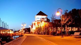 Abenddämmerung auf der Hafenpromenade Flensburg - Cafe & Restaurant Bellevue an der Hafenspitze