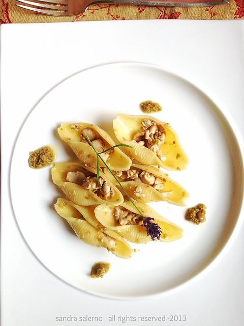 conchiglioni Matt Monograno con ragù di Ricciola crema di olive verdi e nocciole