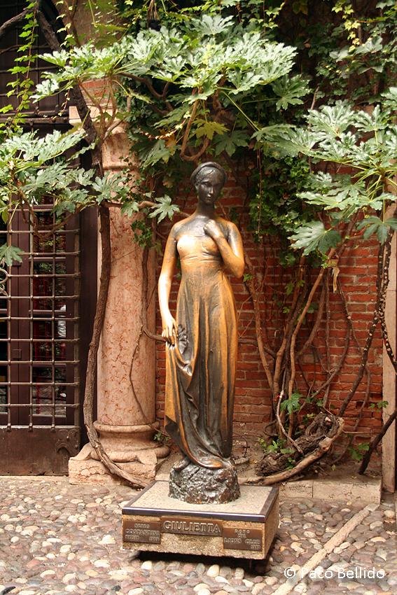 Estatua de Giulietta. © Paco Bellido, 2006
