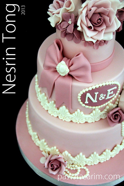pembe güllü nişan pastası +