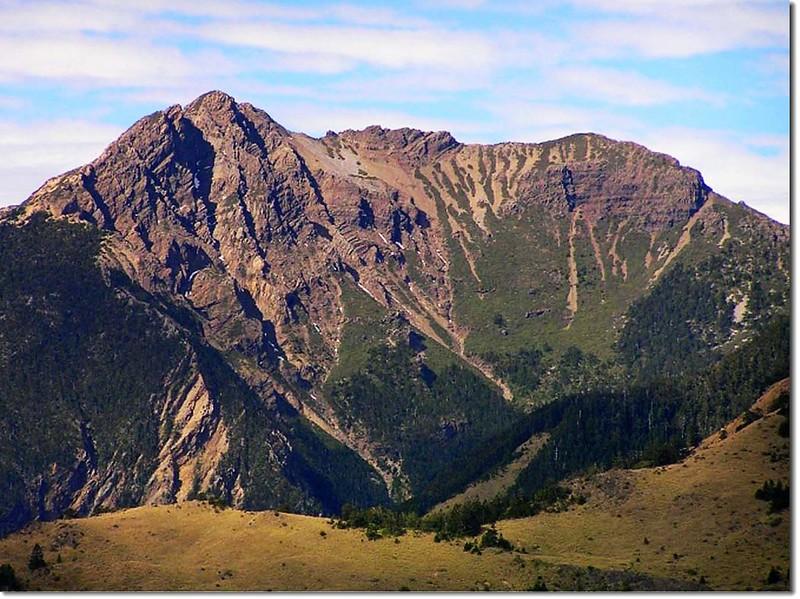 在八通關山上看三叉峰和玉山南峰