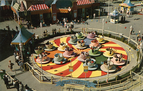 DISNEYLAND, Fantasyland - Original Mad Tea Party