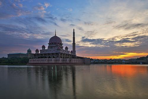 sunrise putrajaya hdr perdanaputra putramosque primeministersoffice hdrphotography masjidputra putrajayalake sifoocom tasikputrajaya nikond800e nurismailphotography nurismailmohammed nurismail