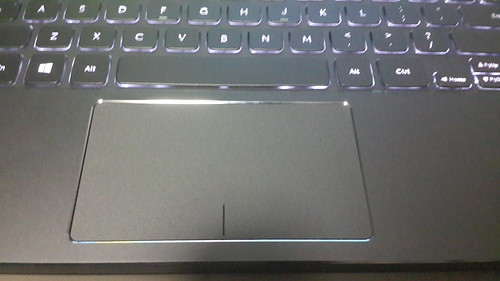 TrackPad ขนาดใหญ่ ใช้สะดวก ตอบสนองได้ทันใจดี