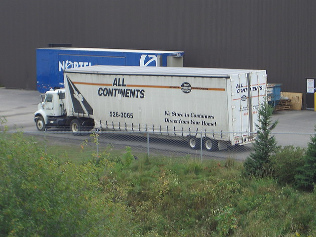 All Continents single axle International moving van truck with curtain side trailer Ottawa, Ontario Canada 08252007 ©Ian A. McCord