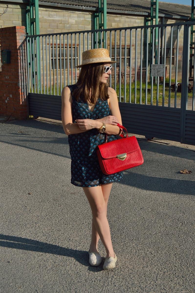lara-vazquez-madlulablog-fashion-style-red-bag-blue-printed-look