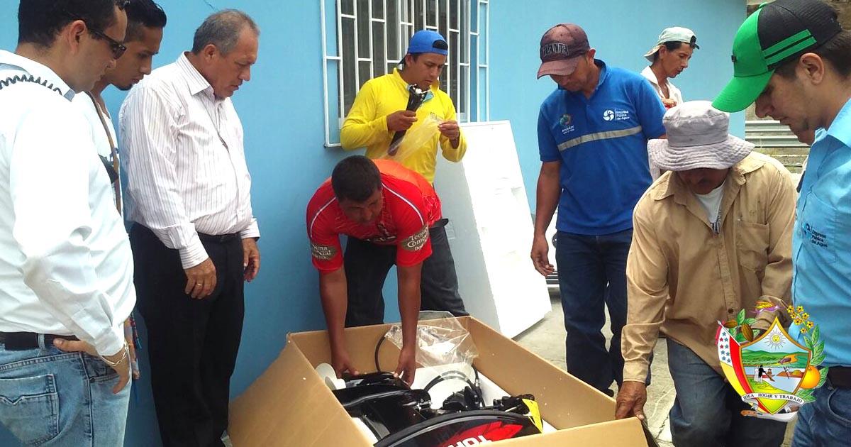 Alcaldía de Chone gestiona entrega de un motor en Río Grande