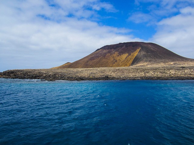 Lanzarote the yellow Mountain, Canon IXUS 115 HS
