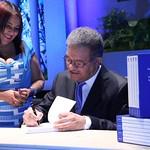"""Leonel Fernández pone a circular en Santiago colección de libros: """"Democracia, modernidad y progreso"""""""