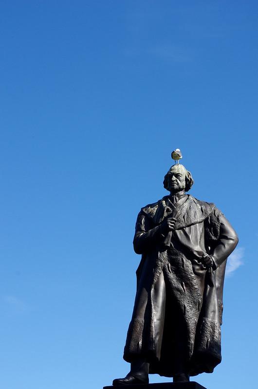 Edimburgo tiene cielo azul