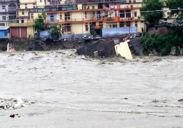 उत्तराकाशी निवासियों के लिए बाढ़ बना संकट